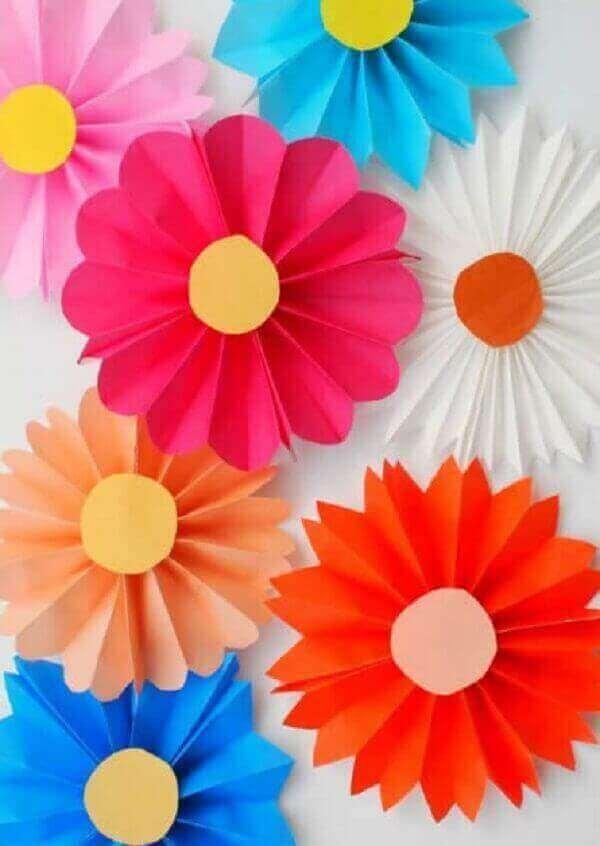 Decoração dia das crianças com flores de papel