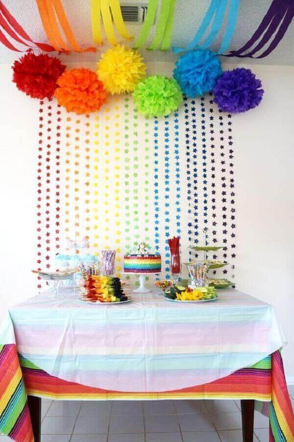 Decoração dia das crianças com mesa colorida