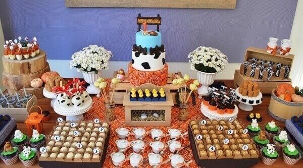 Decoração dia das crianças com o tema fazenda