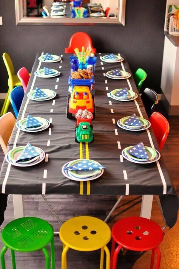 Decoração dia das crianças com tema de carrinhos