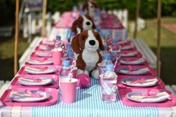 Decoração dia das crianças mesa com bichinho de pelúcia