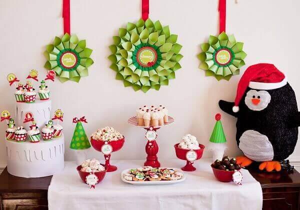 Decoração dia das crianças mesa com pinguim