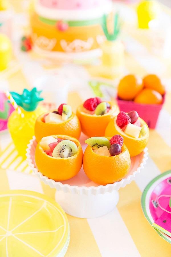 Decoração dia das crianças trouxinhas para colocar diversas frutinhas