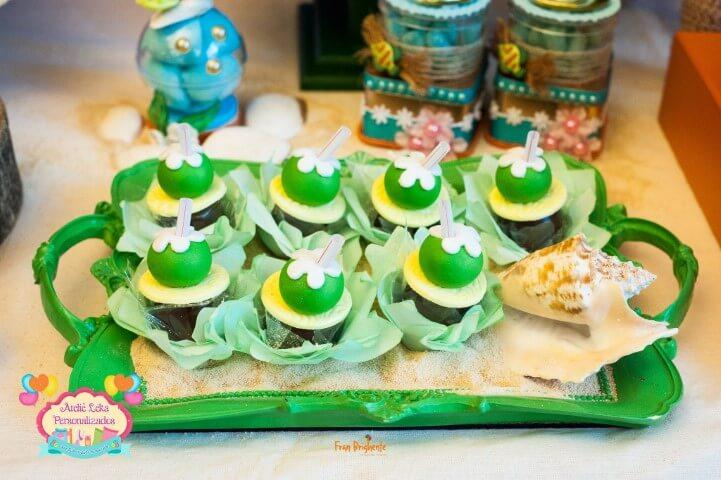 Docinho no formato de coco em festa Moana Foto de Ateliê Leka Personalizados3