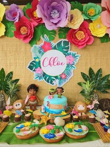 Enfeite de flores em festa Moana Foto de Pinterest