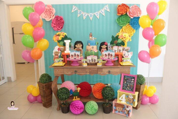 Festa Moana com mesa temática sobre cômoda Foto de Dani Festas Personalizadas