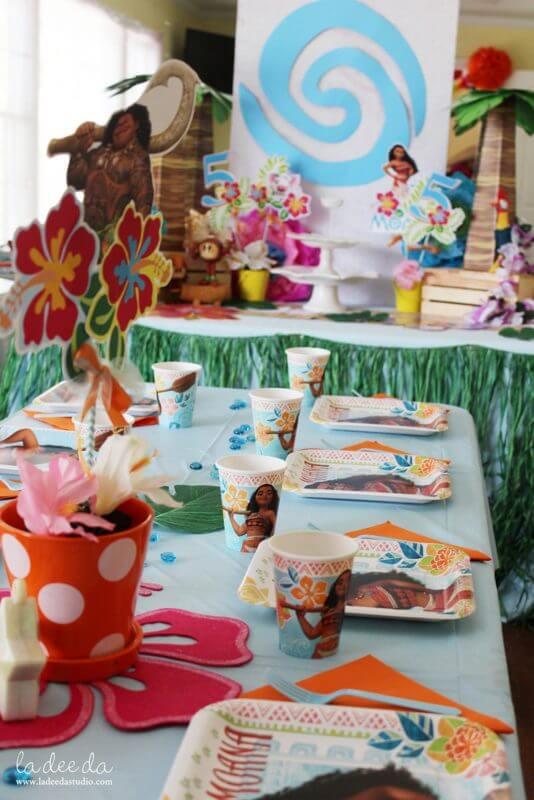 Festa Moana com pratos e copos temáticos Foto de Ladeeda Studio
