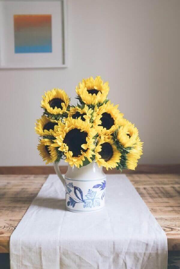 Girassol em vaso branco