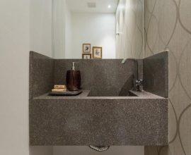 Lavabo com pia de granito cinza Projeto de Kali Arquitetura