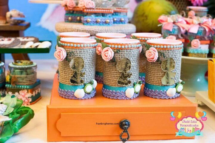 Lembrancinha colorida em festa Moana Foto de Ateliê Leka Personalizados