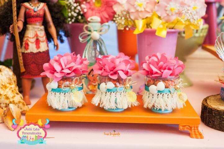 Lembrancinha com flores em festa Moana Foto de Ateliê Leka Personalizados