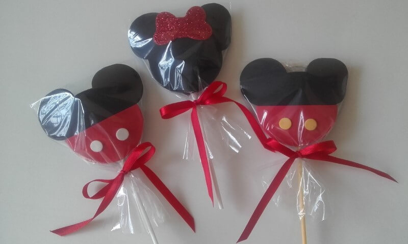 Lembrancinhas do Mickey e da Minnie como pirulito de chocolate Foto de Mercado Livre