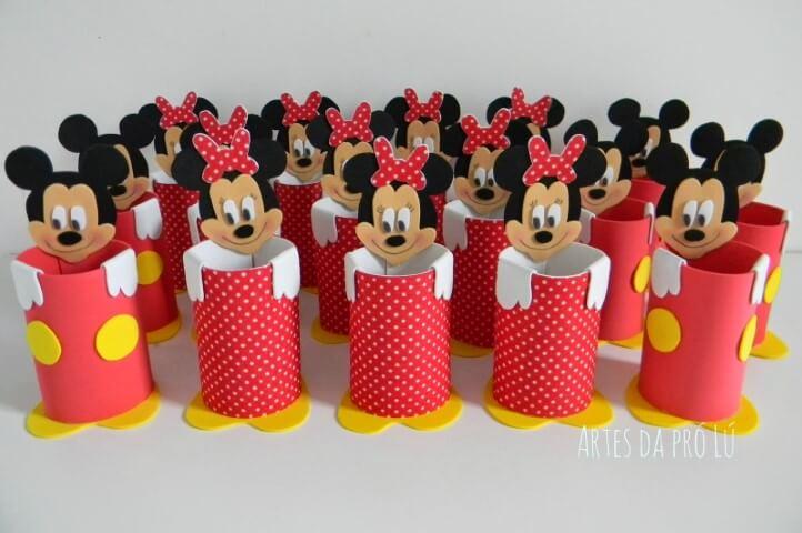 Lembrancinhas do Mickey e da Minnie como porta lápis Foto de Artes da Pró Lu