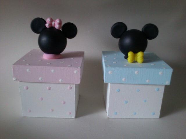 Lembrancinhas do Mickey e da Minnie como potinhos de MDF Foto de Elo7