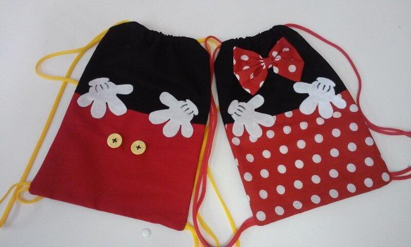 Lembrancinhas do Mickey e da Minnie como sacochila Foto de Elo7