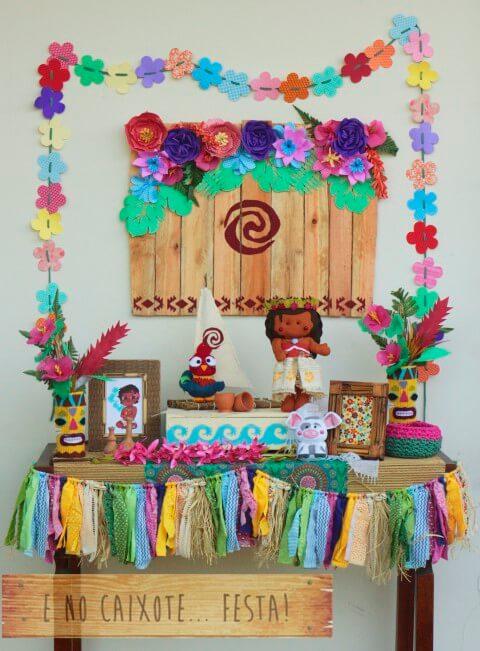 Mesa de festa Moana com bonecos de feltro Foto de Atelier Girassóis Mágicos