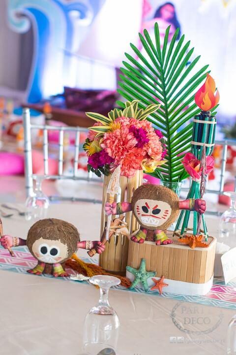 Kakamoras em decoração de mesa Foto de Light Picx