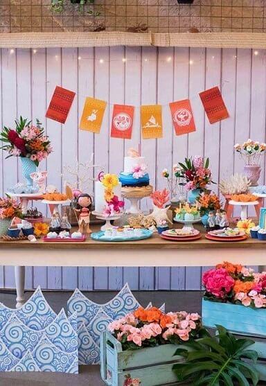Mesa simples de festa Moana Foto de Asset Project