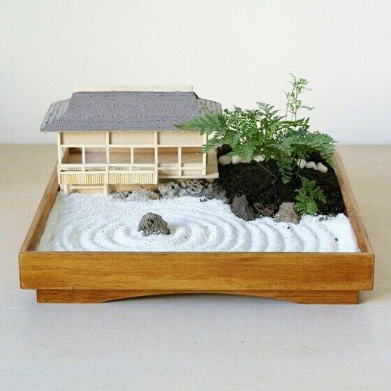 Mini jardim zen com bonsai