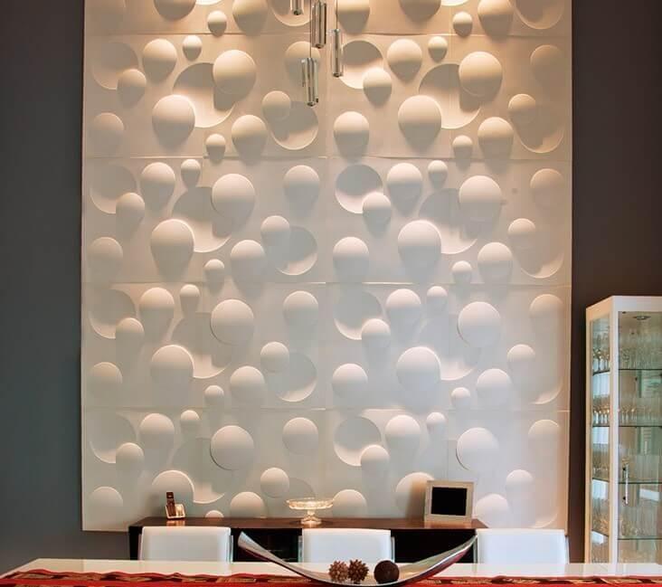 Painel de gesso 3D em parede cinza Foto de Gesso Tatuí 3D