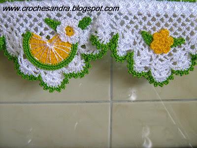 Pano de prato com bico de crochê com detalhes de frutas e flores Foto de Coisas de Vó