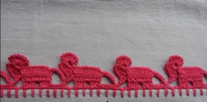 Pano de prato com bico de crochê em formato de elefantes Foto de Big Tudo Artesanato