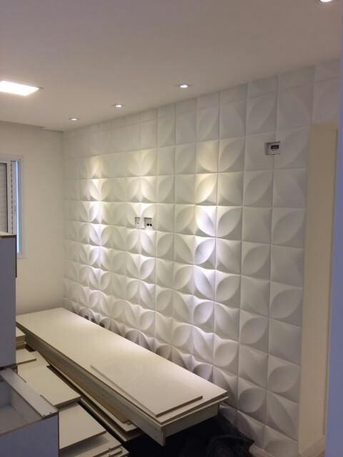 Parede com gesso 3D branco em quarto com iluminação com spots Foto de Mercado Livre