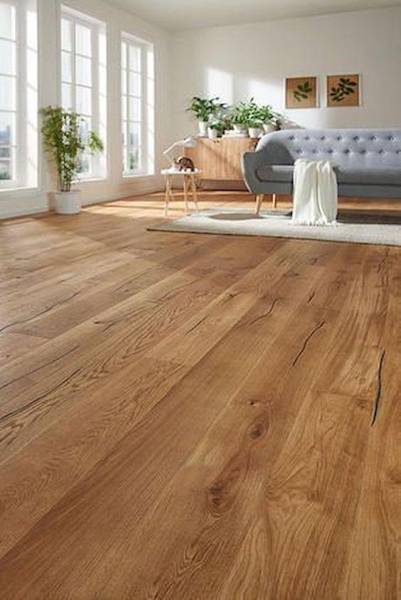 Piso laminado de madeira para sala de estar moderna