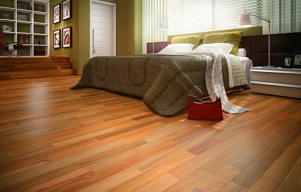 Piso laminado decora quarto de casal