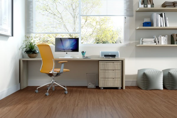 Piso laminado em escritório