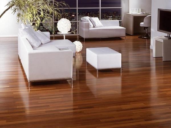 Piso laminado em madeira natural