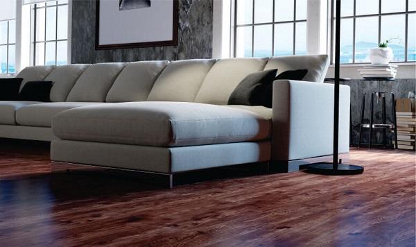 Piso laminado em sala sofisticada