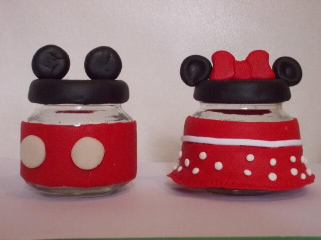 Potinho com biscuit como lembrancinhas do Mickey e da Minnie Foto de Ana Estevan