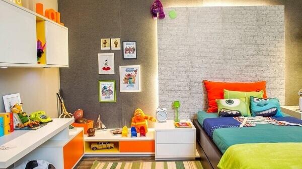 Quarto de criança com armário e gavetas