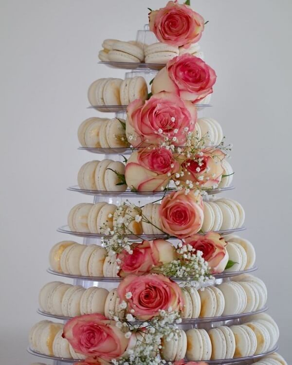 How about a different cake for the engagement decoration?