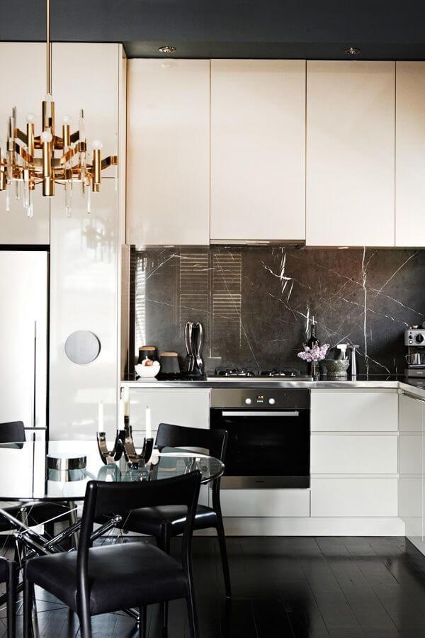 Revestimento para cozinha utilizando mármore