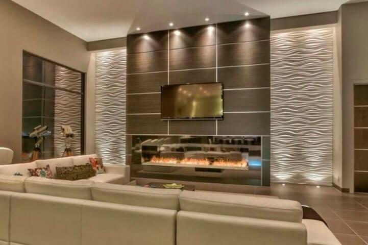 Sala com pé direito alto e gesso 3D ondulado e painel de madeira Foto de Wall Art 3D Panel