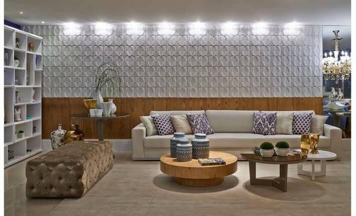 Sala de estar com parede com madeira e gesso 3D branco Projeto de CS Projetos