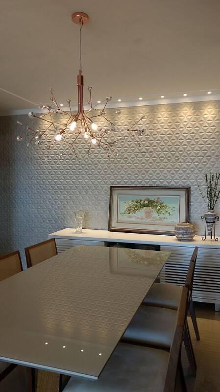 Sala de jantar com parede de gesso 3D Projeto de Duo Arquitetura