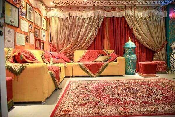 Tapete persa com fundo vermelho