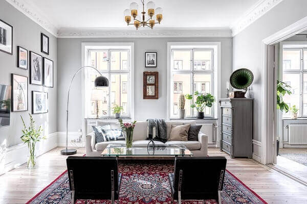 Tapete persa em sala de estilo moderno