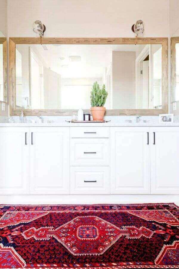 Tapete persa no banheiro