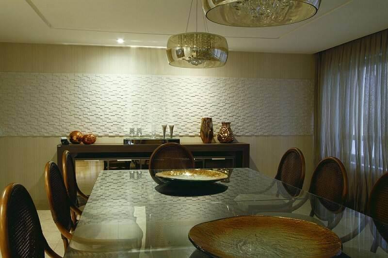 Trecho de gesso 3D em parede bege Projeto de Célia Beatriz