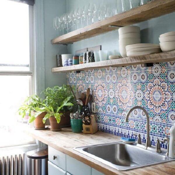 Utilize ladrilho hidráulico no revestimento para cozinha