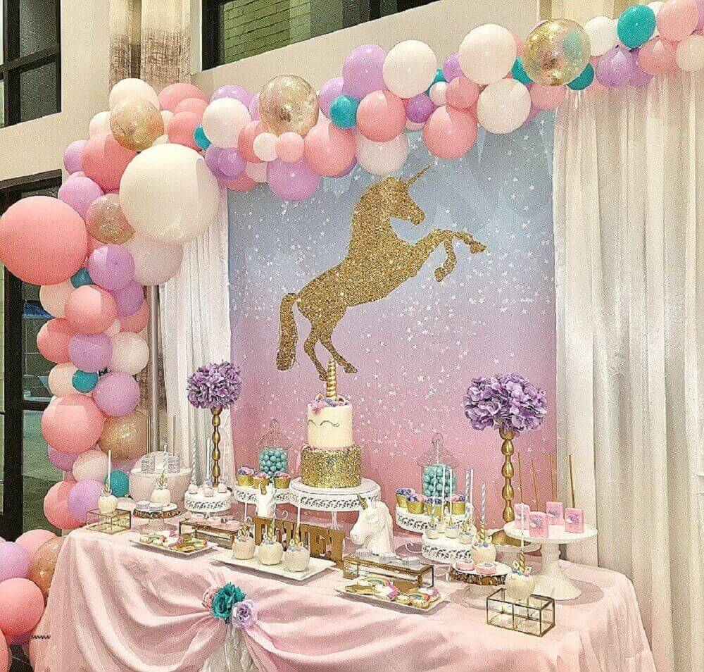birthday decorated with balloon panel and unicorn Photo your trade pubs