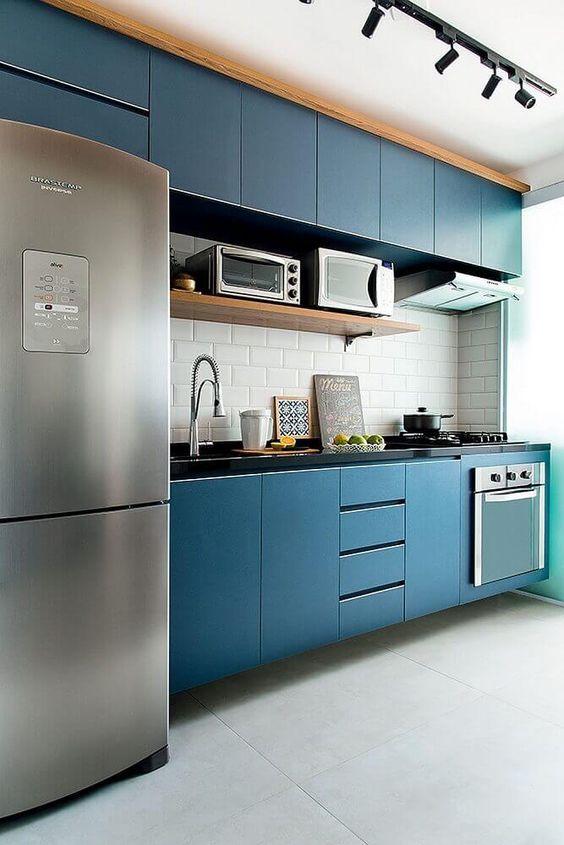 armário de cozinha - cozinha azul marinho