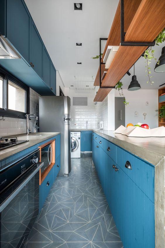 armário de cozinha - cozinha compacto com armários azuis