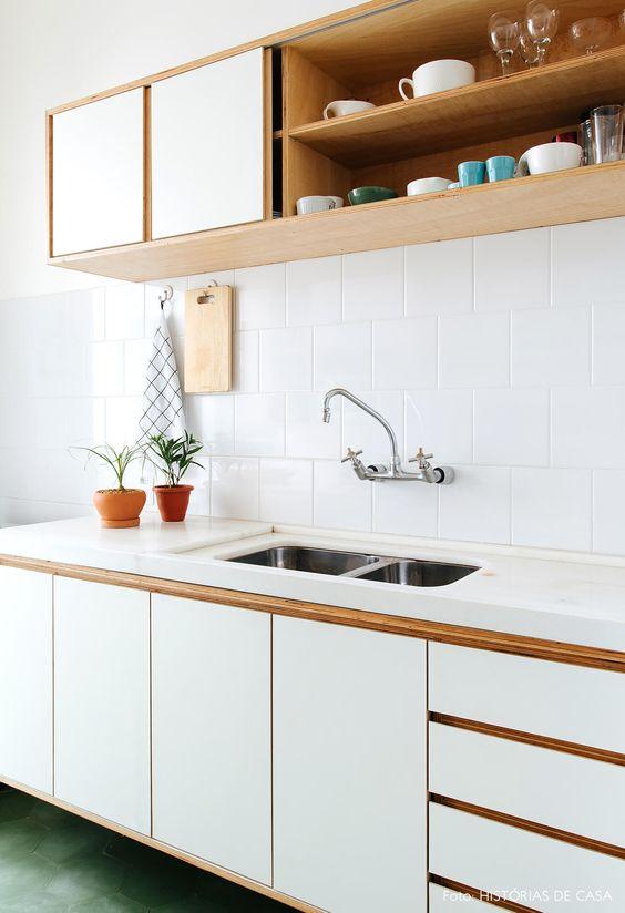 armário de cozinha - cozinha simples com armário de madeira branco