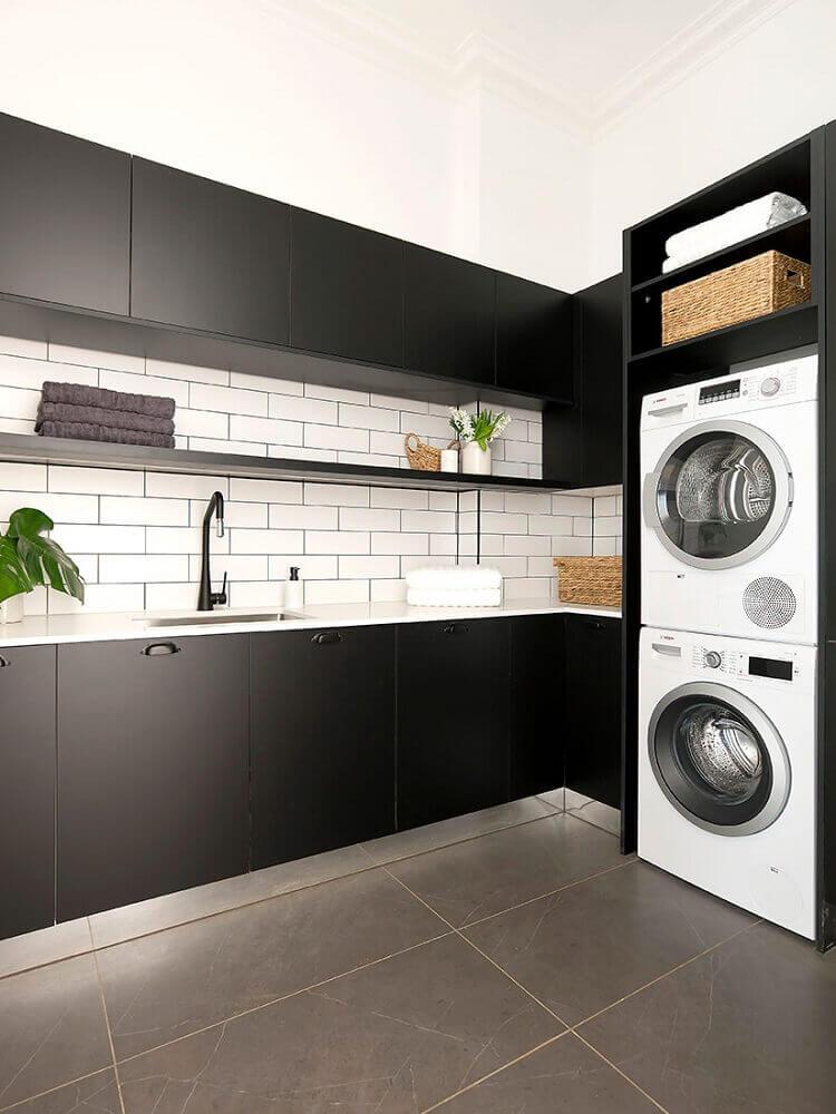 armário para área de serviço preto e branca Foto Freedom Kitchens