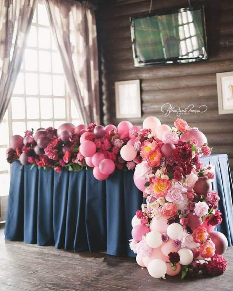 arrangement with flowers and balloons for wedding decoration Photo Weddywood